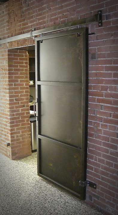 Metalowe drzwi na prowadnicach