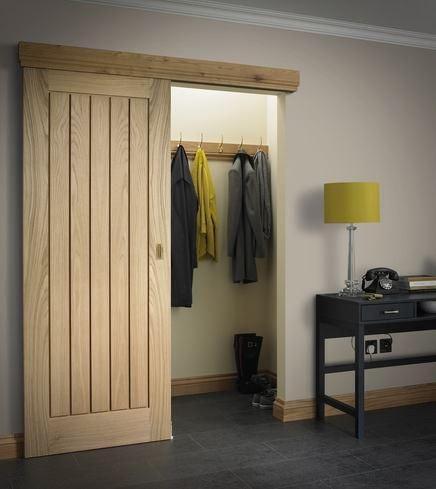 Drzwi drewniane na zamaskowanej prowadnicy