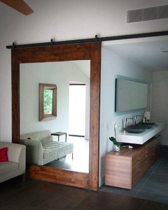 Drzwi z lustrem w ramie drewnianej