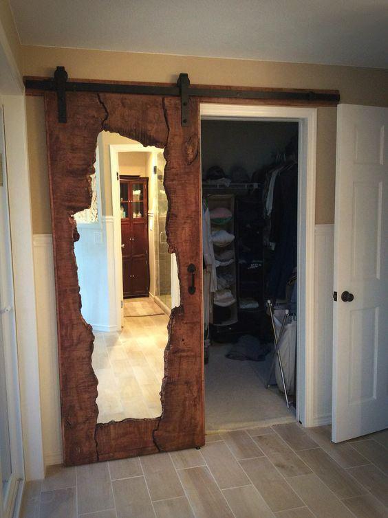 Nietypowe drzwi przesuwne z lustrem