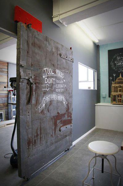 Metalowe drzwi w stylu industrialnym